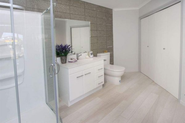 block-honed-bathroom-wall
